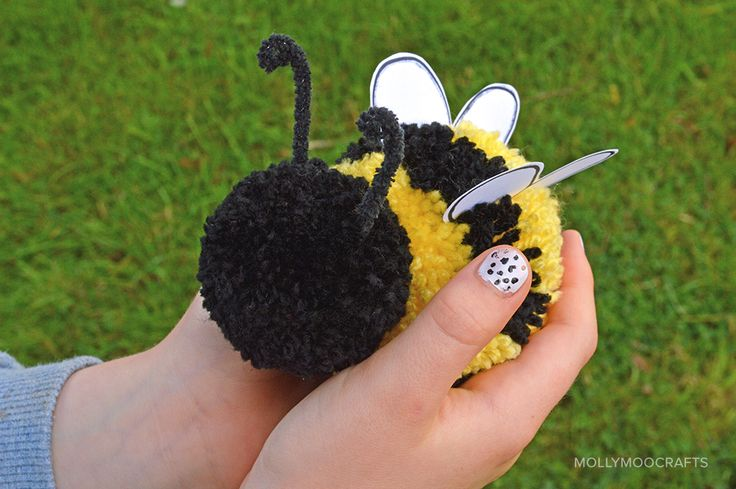Cute pom pom craft how to make a pom pom bee for kids for Cute pom pom crafts