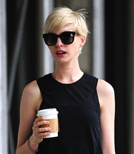 Anne Hathaway Ellen Drinking: Best 25+ Anne Hathaway Blonde Ideas On Pinterest