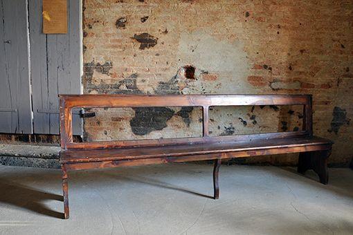 Interior design recupero antica panca in legno massello. dimensione: 250 cm x 44 cm profondità SESTINI E CORTI