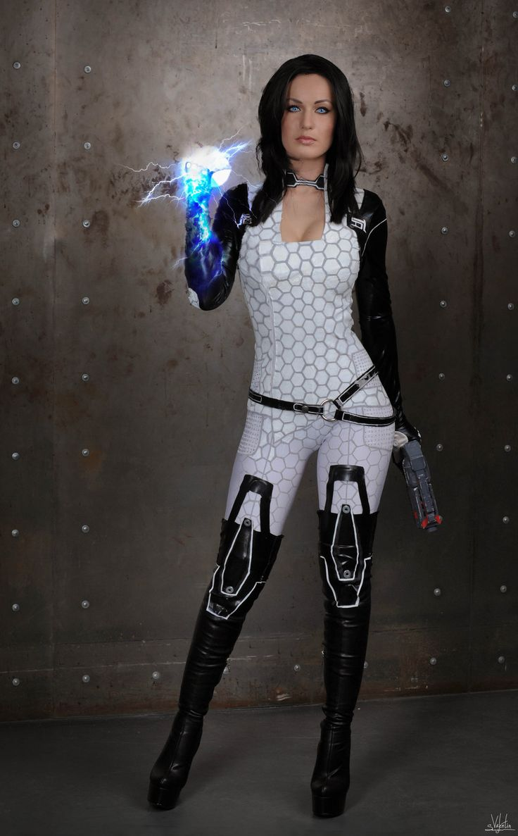 Miranda Lawson (Mass Effect) Photo by Hannuki.deviantart.com
