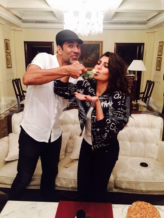 The Sri-Lankan beauty Jacqueline Fernandez, who is quite busy promoting her upcoming film Brothers with her co-stars Akshay Kumar and Sidharth Malhotra, celebrated her birthday during the promotions at Delhi.