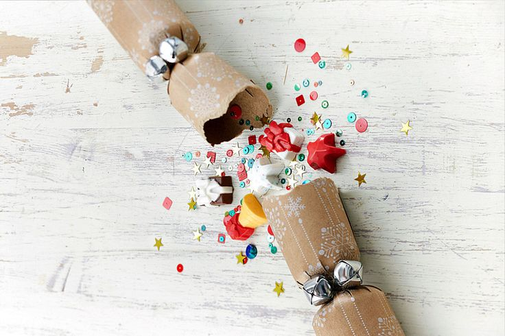 How to Make Christmas Crackers #ChristmasCrackers