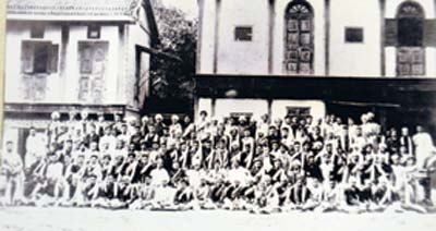 An 1898 photograph of the Vinchurkar Wada in Sadashiv Peth with Lokmanya Tilak among the seated people