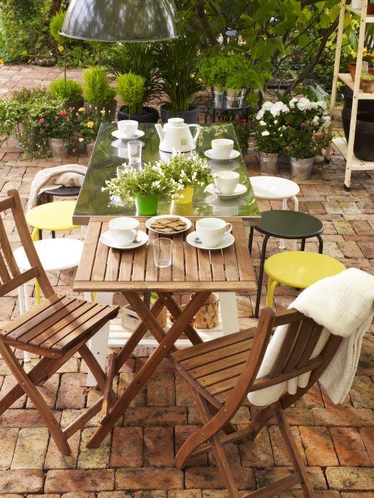 Çay sofralarının keyifli misafirleri ve uzun sohbetleri için…