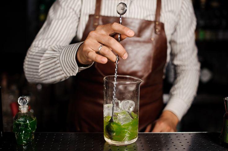 Barlöffel: Wieso braucht man sie für Cocktails?