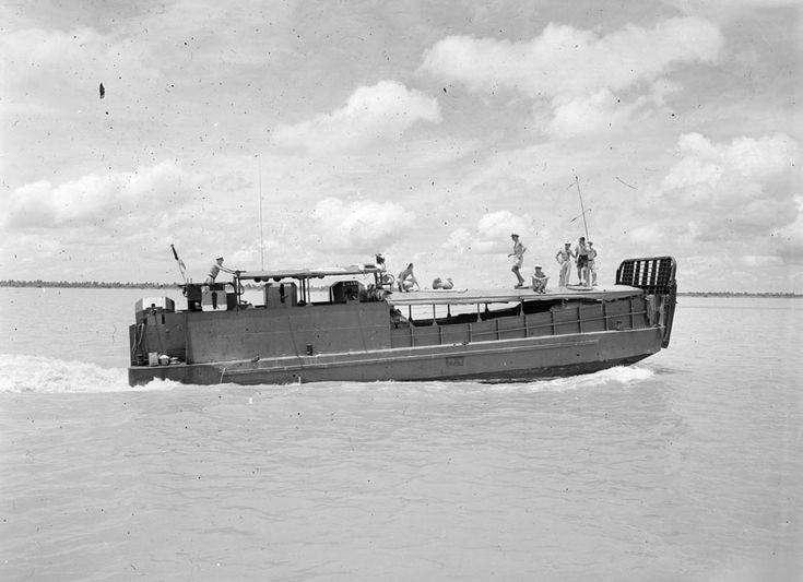 Une mission de la Marine française en Indochine sur le fleuve Bassac – ECPAD