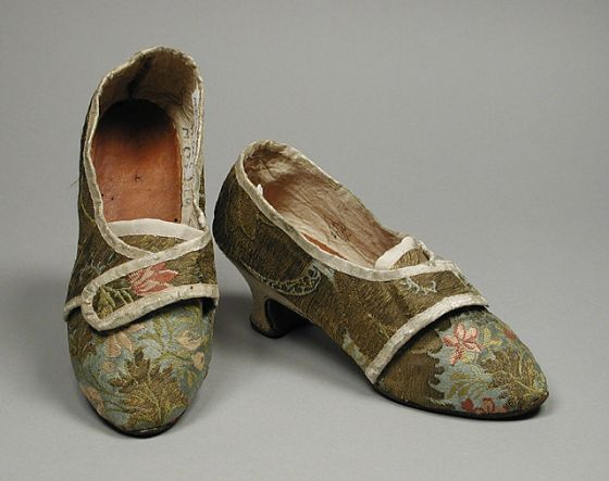 Pair of woman's shoes, Holland or Italy, c. 1770. Brocaded blue silk, leather, alum-tanned calfskin, kid leather.