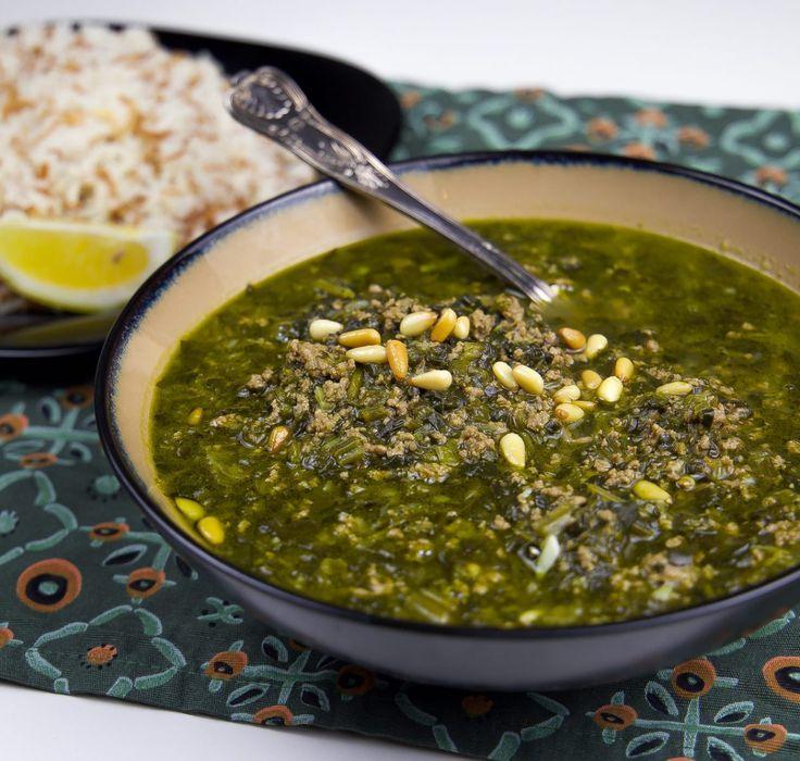 Ash reshte är en persisk nudelsoppa full med nyttigheter och smaker. Det är många olika ingredienser i soppan, en blandning av färska örter, bönor, linser, lök och vitlök. Vid servering toppas den med kashk och karamelliserad lök. Ljuvlig! Ash reshte är en av de mest populära rätter i det persiska köket. 6 portioner ash reshte …