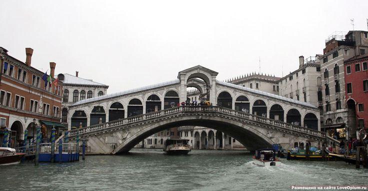 Мост Риальто через Гранд-канал в Венеции
