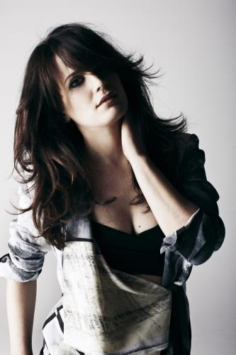 A very glam looking Elizabeth Reaser, wow girl!! :-)