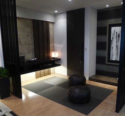 畳スペース  リビングと一体感ある畳スペースは、格子で軽く間仕切りを。 棚下を照らす間接照明とダウンライトで、落ち着き感を演出。インテリアコーディネート 和室