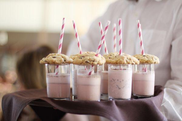 M milkshakes and chocolate chip cookies. Cute serving idea