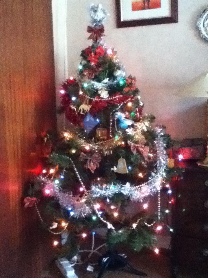 My granny's Xmas tree that we decorated. NICE-XMAS-TREE