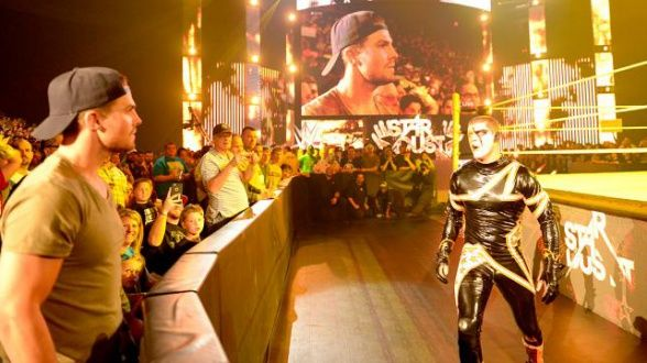 wwe-stephen-amell-stardust-arrow-º