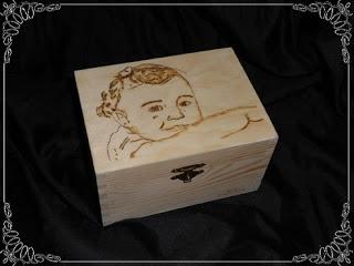 Nuevo pedido realizado de cajas personalizadas con retrato pirografiado...