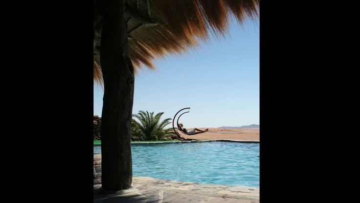 Un informe de Trivago señala que esta piscina, situada en el Hotel Rostock Ritz Desert Lodge (Sesriem, Namibia), es una de las mejores del mundo