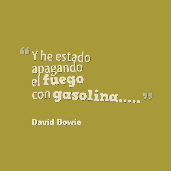 Frases de David Bowie: Y he estado apagando fuego con gasolina….