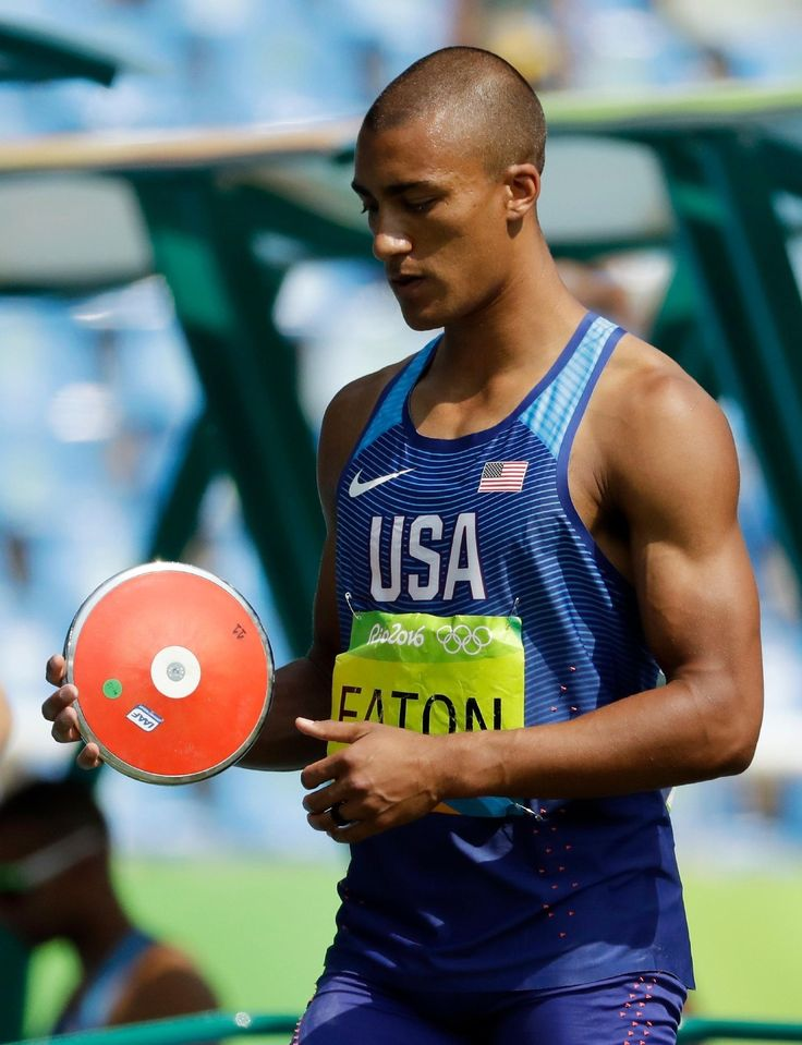 United States' Ashton Eaton prepares for a decathlon discus throw, during the athletics competitions (1320×1721)