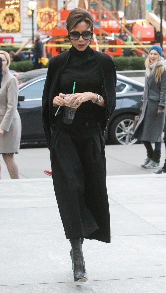 ヴィクトリア・ベッカム、やはり全身黒!ハイネックノースリーブにワイドパンツコーデ   海外セレブ&セレブキッズの最新画像・私服ファッション・ゴシップ   Jinclude