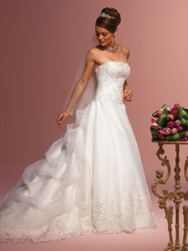 I want this wedding dress!<3