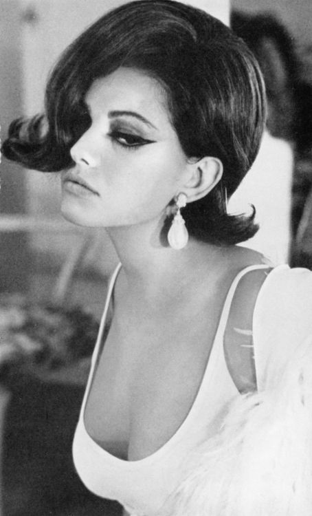 Claudia Cardinale famous actress, italian beauty, bob haircut, sexy, schauspielerin, black and white photo, 50s