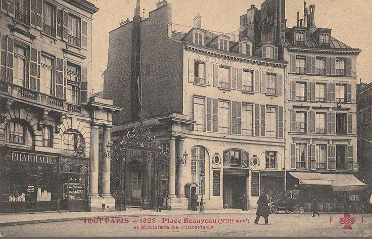 Paris, la place Beauvau et le Ministère de l'Intérieur, vers 1910.