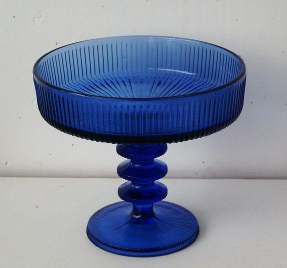 Kjempestort blått stettefat i glass