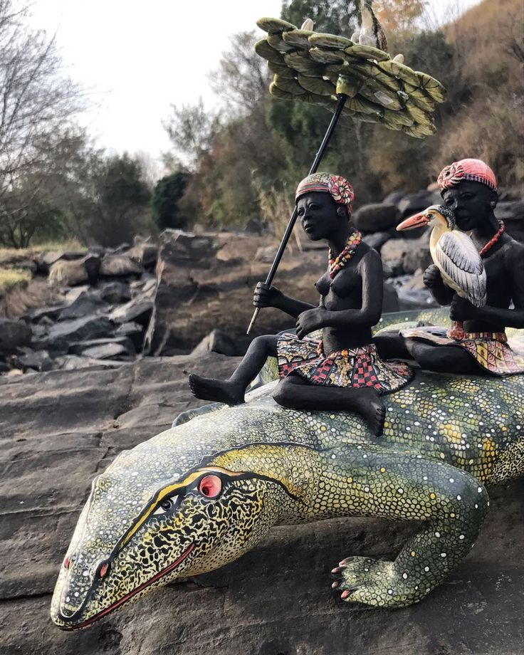 Ardmore's first Water Monitor Lizard traveling to the 'o'kavango' Charles Greig Exhibition at Hyde Park, Johannesburg. 17th August to 10th September.