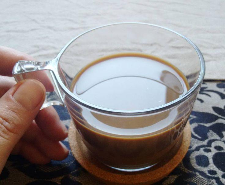 Hoy en #desayunosmolones super café con leche #sinlactosa en mi nueva taza de #ikea y su platito de corcho #muerodeamor El mantel por el que me habéis preguntado es de @alojagatopreto y el camino de mesa también . @ikeaspain #siestaspeligrosasenikea #breakfast #coffee #chupinazodecafeinaparasobrellevarlamañana #366happydays #mismargaritadas