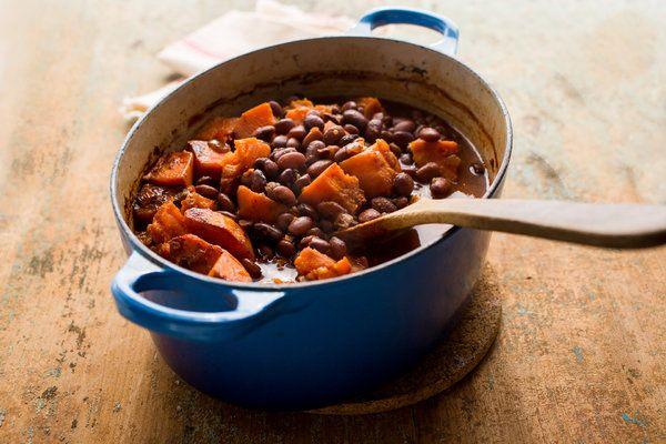 Baked beans with sweet potatoes and chipotles recipe (Photo: Andrew Scrivani for The New York Times)