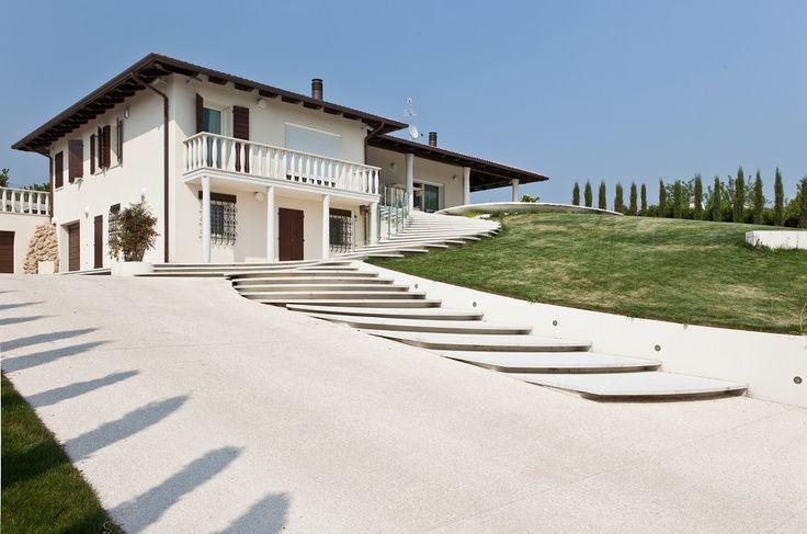esteticamente d'impatto e #resietente: #Sassoitalia è perfetto per realizzare rampe e marciapiedi.