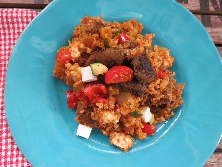 Low Carb Rezepte von Happy Carb: Blumenkohl-Kritharaki mit Putengyros - Kritharaki sind die griechischen Nudeln in Form eines Reiskorns. Naja, hier ist es eben mal wieder Blumenkohl.