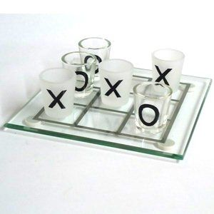 Quien no sepa jugar al tres en raya ? Aquí tienes el juego chupito tres en raya con el que aprenderas a jugar de una forma mucho más divertida.