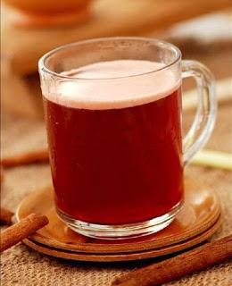 """Usaha masyarakat Betawi zaman kolonial membuat minuman keras seperti penjajah Belanda, Bir Pletok. Walaupun bernama """"bir"""" minuman ini tidak mengandung alkohol, namun justru menyehatkan dan dapat mengobati flu sampai kolesterol tinggi. (Dating back to the colonial period, few locals could afford the beer drunk by Dutch colonists, and opted to brew their own """"bir"""" using local herbs and spices. This non-alcoholic herbal libation is said to ward off a host of ills, from flu to high cholesterol.)"""