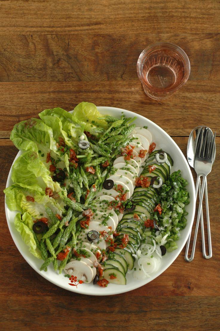 Salade très croquante , asperges, champignons, salade...