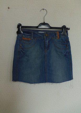 A vendre sur #vintedfrance ! http://www.vinted.fr/mode-femmes/jupes-en-jean/10580236-jupe-en-jean-effet-use