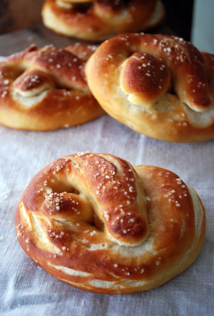 Soft Pretzels with a Spicy Cheese Sauce