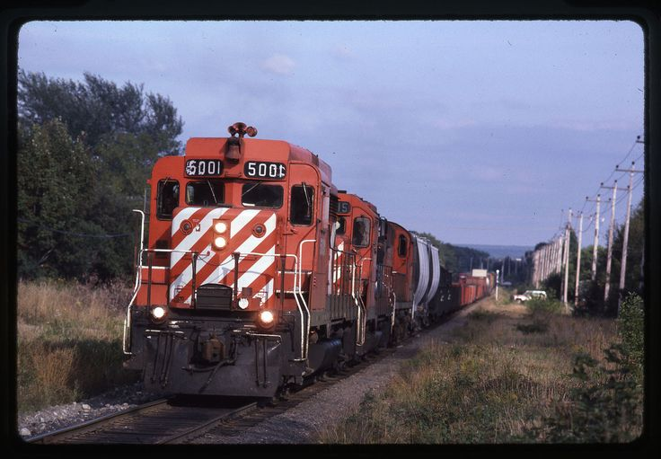 5001-5015-8768 train 911 at Sault Ste. Marie, ON on 9/15/80.