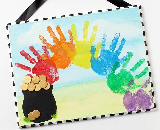 General Crafts - St. Patrick's Day Rainbow Plaque Create this cute DIY wall hanging with help from your little leprechauns' handprints! Help them find that pot of gold at the end of the rainbow!