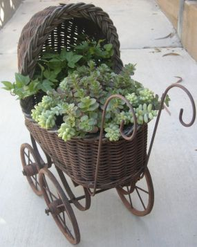 just cuteAntiques Carriage, Carriage Planters, Antiques Dolls, Baby Carriage, Gardens, Flower Pots, Vintage Buggy, Plants Vintage, Dolls Buggy