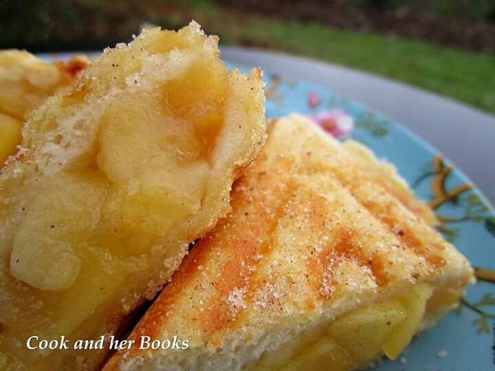 Apple pie toasties  -  www.facebook.com/cookandherbooks/