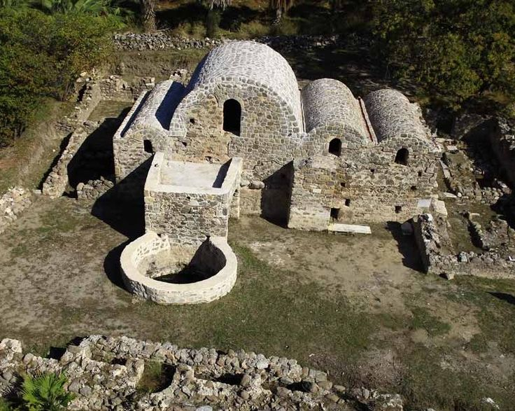 Aspat tepesi(Strabilos)/Bodrum/Muğla/// Bugünkü Aspat Tepesi ve çevresinde kurulmuş olan Strobilos, Orta Çağ'da Ege ve Akdeniz'in başta gelen ticaret ve liman yerleşmelerinden biriymiş.