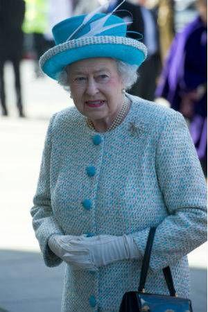 Uso do Tinder e Grindr por funcionários da realeza preocupa seguranças da Rainha Elizabeth II