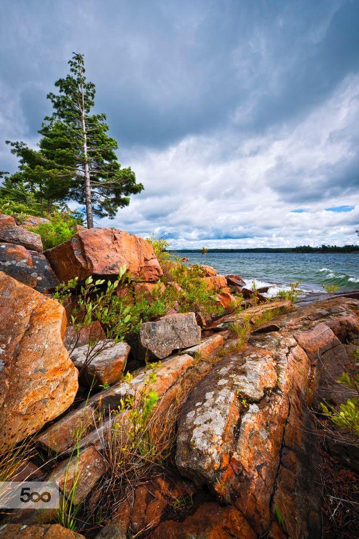 Rocky lake shore of Bay in Killbear provincial