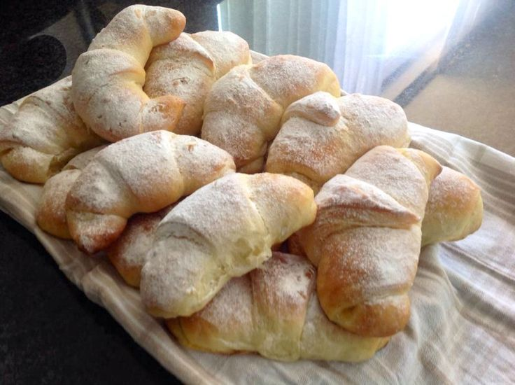 Brioche croissants gevuld met lemon curd
