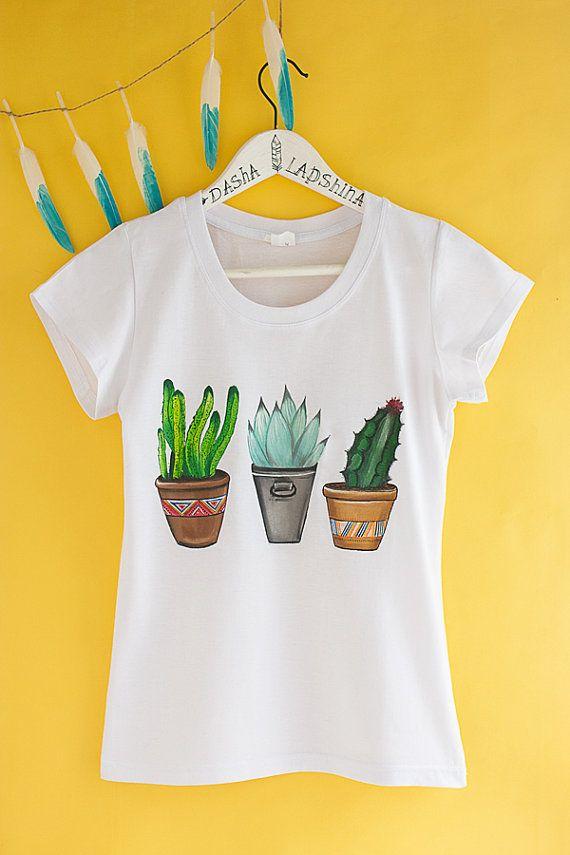 Pintado a mano Cactus camiseta blanca y verde por SpringHoliday