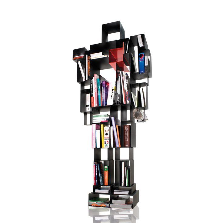 La libreria robox, ideata da Fabio Novembre per casamania, è la personificazione di un eroe infantile, il punto di arrivo di una fantasia fanciulla che non smette mai di stupire e meravigliare. La libreria ha le dimensioni di un uomo adulto, ben 184 centimetri, ed è modellata sull'altezza del suo creatore, ed è fatta interamente di metallo verniciato goffrato. La larghezza è di 81 centimetri, mentre la profondità di 31 centimetri. Si tratta di una libreria antropomorfa che rispecchia in…