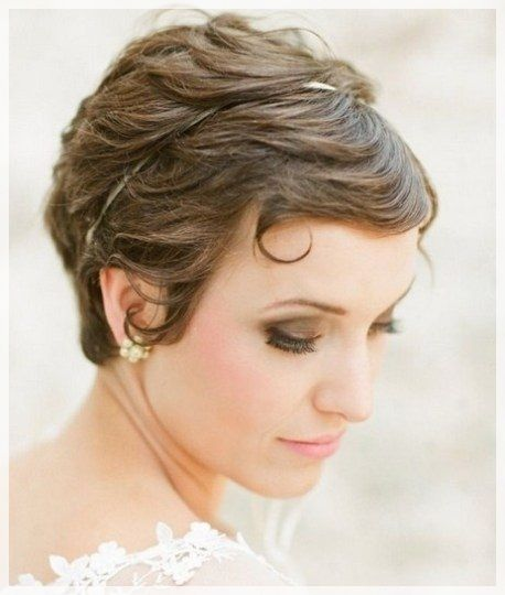 25 best short hairstyles for weddings images on pinterest 29 gorgeous short hairstyles for weddings will make you realize that not just because your hair doesnt fall past your shoulders doesnt mean your wedding junglespirit