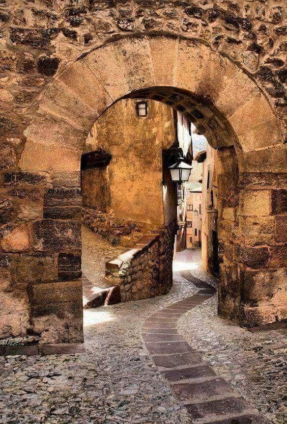 Portal de Molina en Albarracin, Teruel