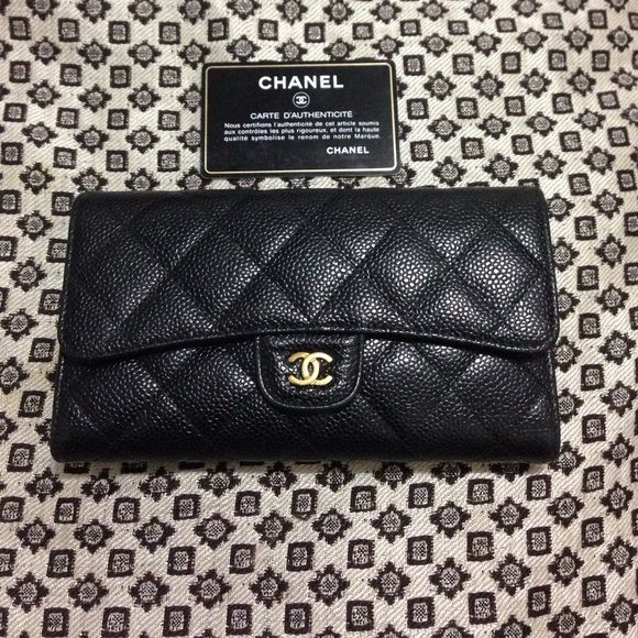 Authentic Caviar Wallet! Beautiful Chanel wallet with gold hardware! Caviar leather! Great condition! CHANEL Bags Wallets